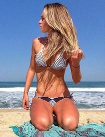 Bikini Atractivo A Rayas De Moda