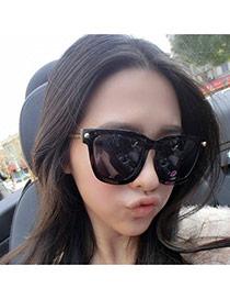 Fashion Black Metal Rivet Decorated Square Frame Design Alloy Women Sunglasses